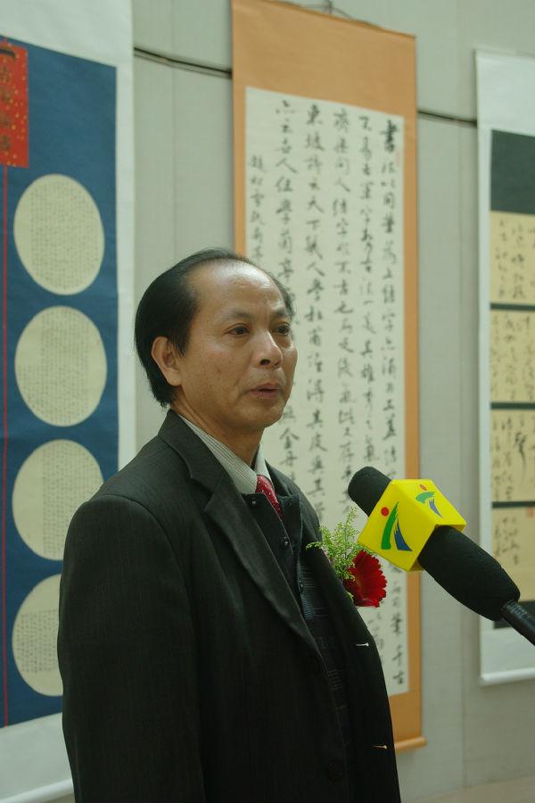 容义寿书法展在珠海市图书馆开幕 澳门书法家协会主席连家生到场祝贺