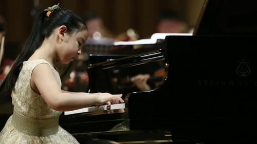 澳乐邀中国钢琴神童王雅伦演出