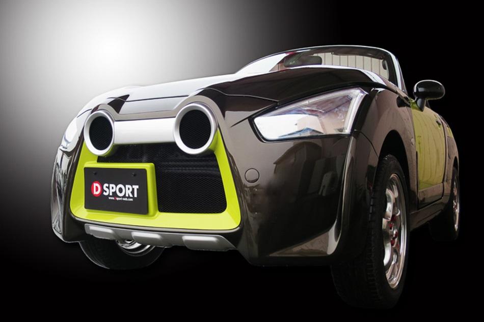 共有「X-Play」、「Robe」、「Cero」三種型態的Copen,現在Daihatsu旗下的「DSPORT部門」又替Copen操刀新增「Adventure」車型,也就是2015年東京改裝車展發表的版本,從車名可清楚嗅出不凡的「冒險精神」,並提供輕度越野功能,不僅車身底盤採挑高設計,車體外觀透過專屬的防刮護板、加大車側輪拱以及拉力賽車樣式的霧燈作為標準配備。採用「D-Frame框架式車體架構」的「Copen Adventure」,基本架構與Copen相,換上共13片塑料鈑件的「DRESSFORMAT