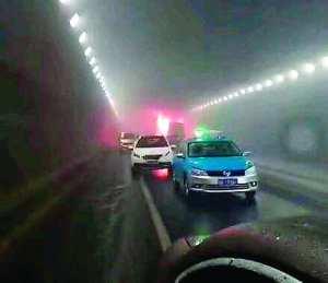 威海交通事故现场 (新华社)-鲁隧道车祸起火11童亡