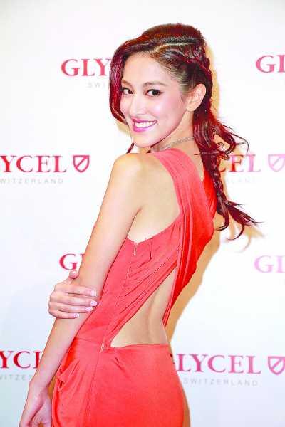 陈凯琳以性感打扮出席活动
